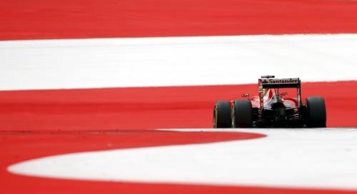 图文-F1奥地利站第3次练习 法拉利车队维泰尔