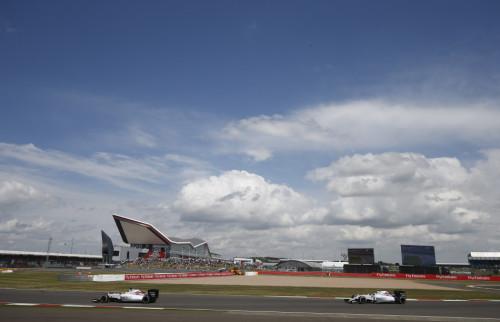 图文-F1英国站正式比赛 两部威廉姆斯赛车领跑