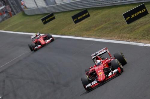 图文-F1匈牙利站正赛 两部法拉利赛车领跑