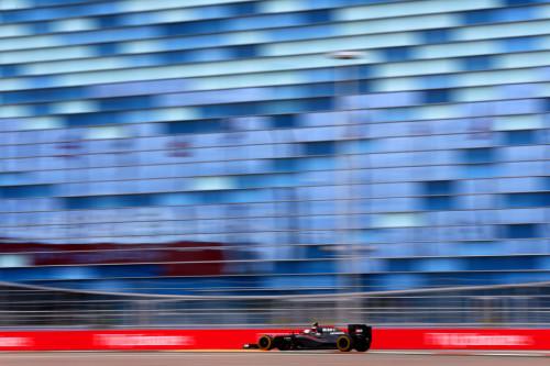 图文-F1俄罗斯站第1次练习 迈凯轮车队巴顿