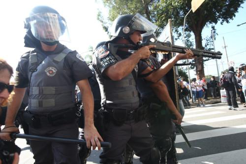 高清图-巴西世界杯抗议者与警察冲突