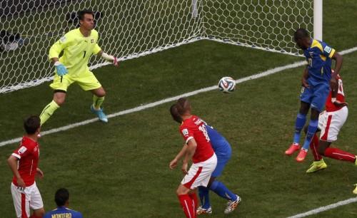 高清图-第29球:小瓦伦西亚攻破瑞士门