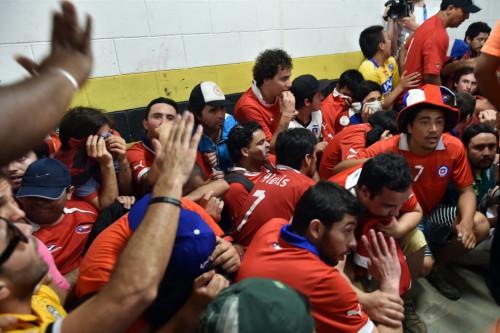 高清图-西班牙智利赛前智利球迷骚乱