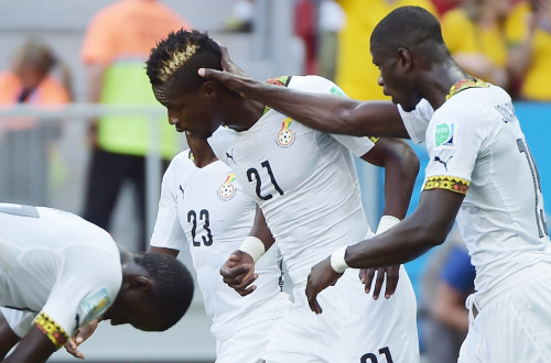 高清图-第130球:加纳后卫高难度乌龙