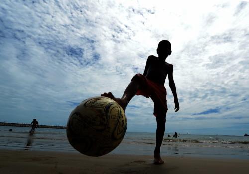 新浪直击福塔莱萨海滩足球