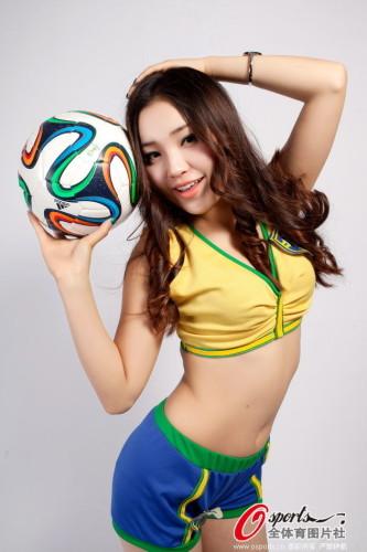 高清图-性感足球宝贝清凉装束力挺巴西队