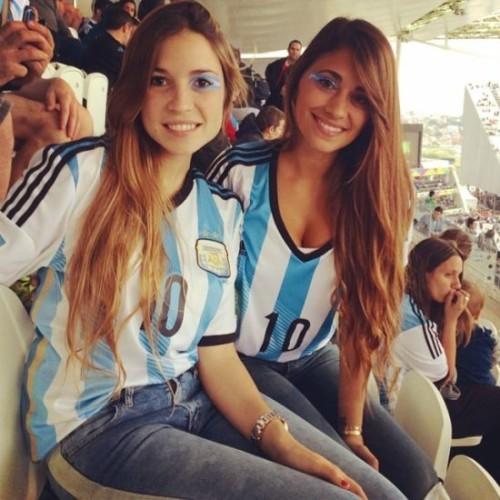 高清图-梅西女友运动装露乳沟助阵阿根廷