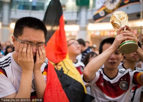 高清图-各地德国球迷欢聚见证球队最终捧杯