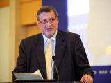 扬-库比什:建立监管体系促进私企发展
