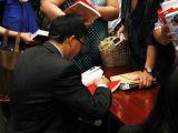 中国证券金融公司聂庆平给读者签名