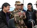 温州组织民兵深入田间传播两会信息