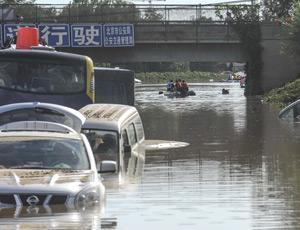 京港澳高速出京方向积水断路
