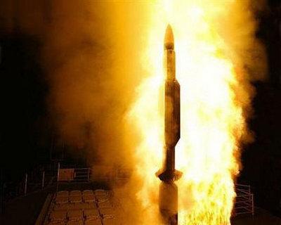 美军发射导弹击中失控间谍卫星