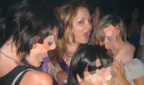 英报公布在迪拜海滩醉酒做爱的女子照片(图)