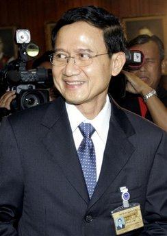 他信妹夫颂猜当选泰国新总理