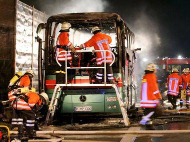 德国北部一辆旅游巴士着火20人死亡(图)