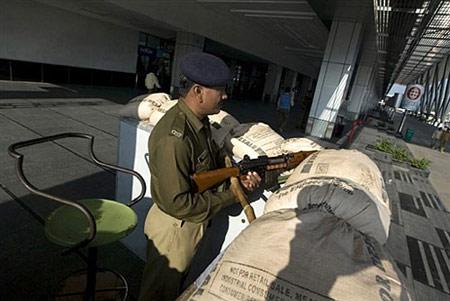 印度机场进入警戒状态防备恐怖分子空袭