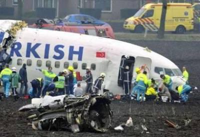 在阿姆斯特丹坠毁土耳其航空公司客机载有135人