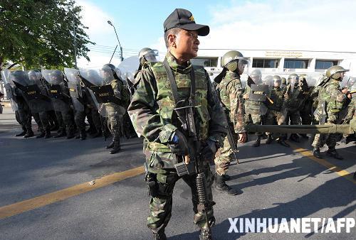 曼谷进入紧急状态军队在重要地区部署兵力