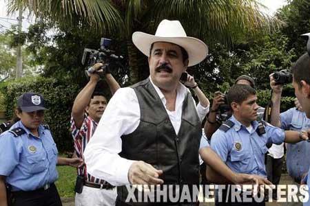 洪都拉斯被罢免总统塞拉亚踏上国土