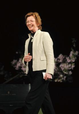 爱尔兰首任女总统:我的工作是为下一代服务