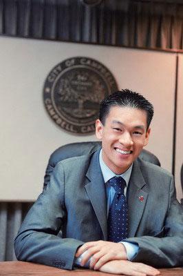 美最年轻华裔市长21岁从政坦承同性恋身份(图)