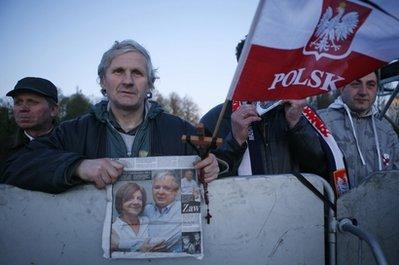 波兰拉响防空警报全国教堂鸣钟民众肃立默哀