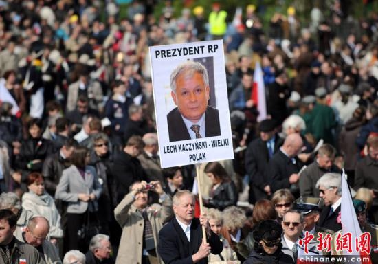波兰空难葬礼和哀悼活动在华沙举行(组图)