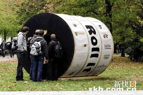 圆筒状的设计让屋子可以360度滚动