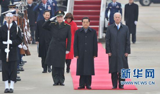 美国副总统拜登迎接胡锦涛。新华社记者 黄敬文 摄