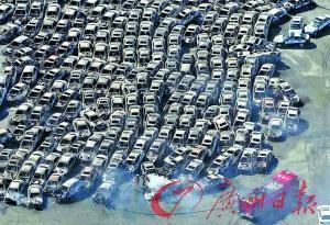 日立市,在地震中被毁的汽车。