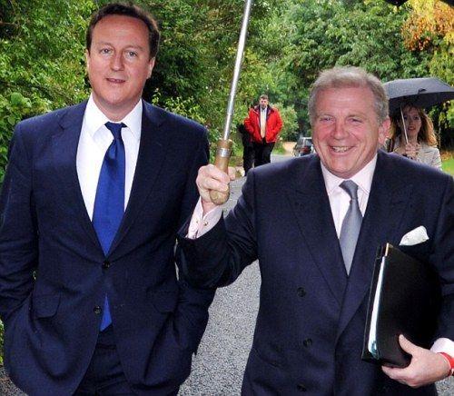 资料图:卡梅伦的好朋友兼政治盟友沙尔(右)共同出席拉票活动