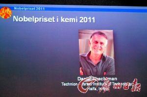 图为诺贝尔化学奖得主公布现场的视频截图。