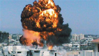 """7月22日,叙利亚首都大马士革,市内一处交火地点发生爆炸。目前,叙利亚首都和经济中心都已成为""""战场""""。"""