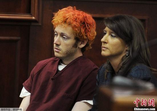 当地时间2012年7月23日,美国科罗拉多,科罗拉多州枪击案嫌犯詹姆斯・霍姆斯James Holmes首度出庭受审,引发美国各界广泛关注。