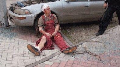 俄一富商求婚出奇招制造车祸现场装假死