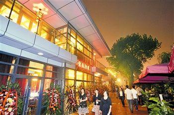 风情街灯火璀璨,15栋欧式小洋楼和各具特色的茶点