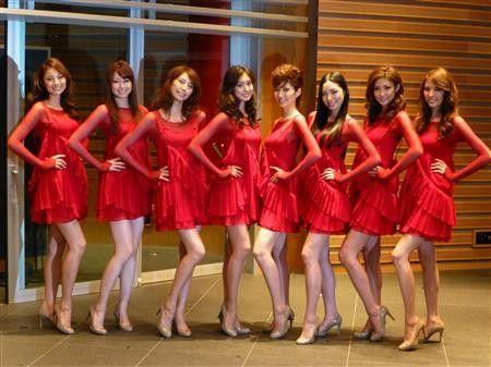 由8名日本长腿美女组成的