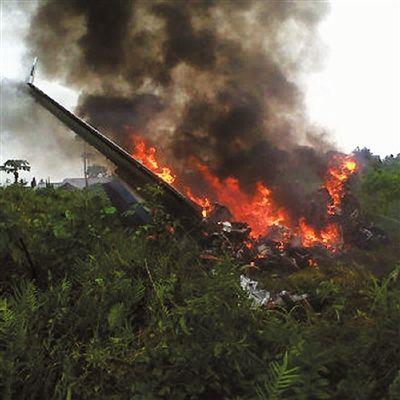 一小型飞机印尼坠毁 4人亡