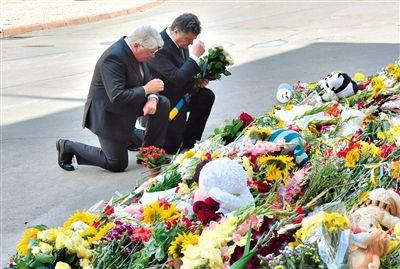 21日,基辅,乌克兰总统波罗申科在荷兰驻乌克兰使馆外敬献鲜花。