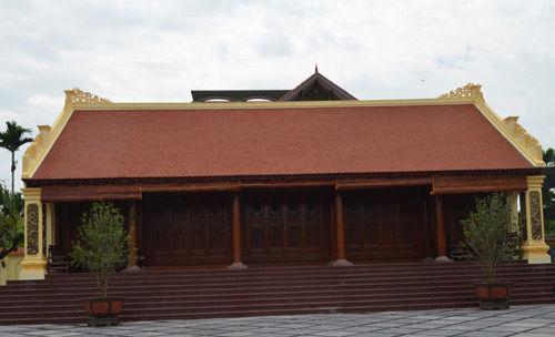 房屋按照顺化宫廷建筑设计,造价在30多亿越南盾.