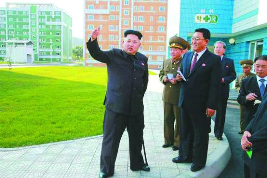 据朝鲜媒体14日报道,朝鲜最高领导人金正恩近日前往一处新建居住区视察。