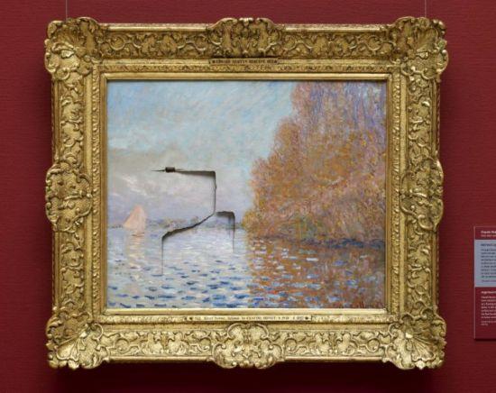 这副价值780万英镑的莫奈名画被沙伦砸破了一个大洞。(图片来源:英国媒体)