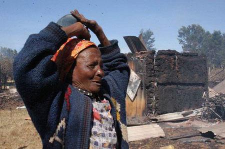 肯尼亚教堂遭人为纵火50人死亡(组图)