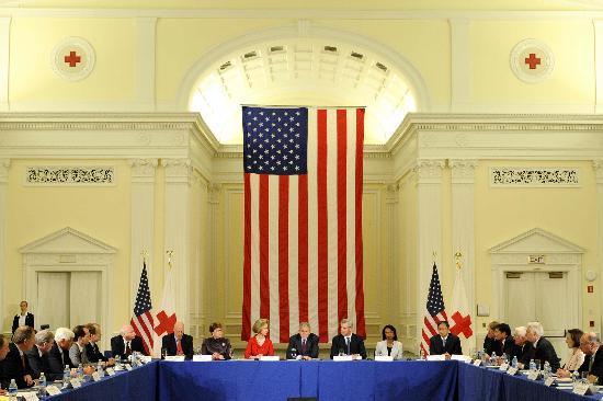 图文:布什表示将对中国地震救灾开展长期援助