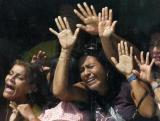 图文:委内瑞拉数名女人质被困银行
