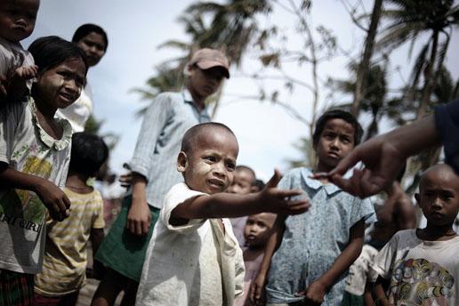 组图:一般新闻组照三等奖-缅甸飓风过后(3)