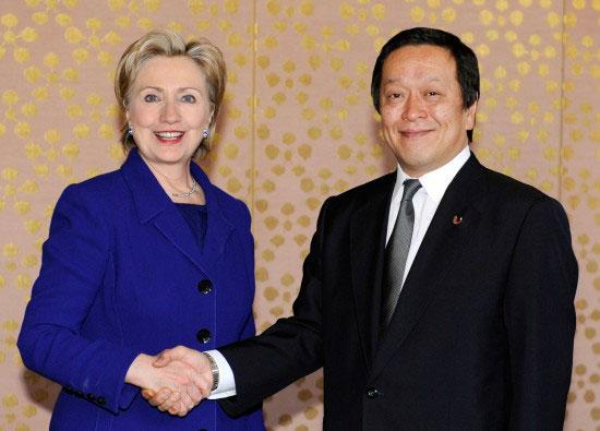 组图:美国国务卿希拉里与日本防卫大臣会谈