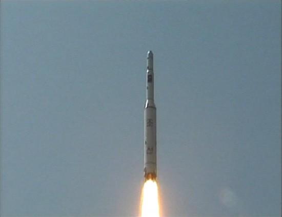 """图文:朝鲜发射""""光明星2号""""试验通信卫星"""