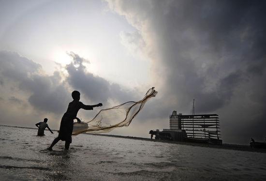 组图:比吉利飓风袭击孟加拉